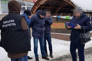"""Два таможенника из аэропорта """"Борисполь"""" попались на взятке"""