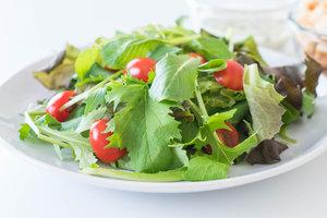 Весенние салаты из рукколы: три вкусные идеи