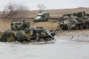 Лучше вооружены и легкие в управлении: военные протестировали новые БТР-4