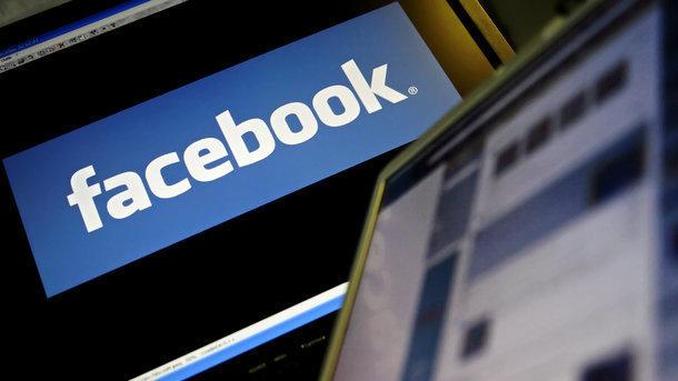 Социальная сеть Facebook заблокировал работавшую напредвыборную кампанию Трампа компанию