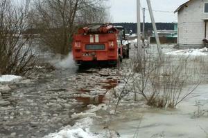 Под Киевом дом попал в ледяную ловушку
