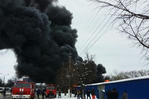 Мощный пожар в Черновцах: горит известный рынок Калиновский