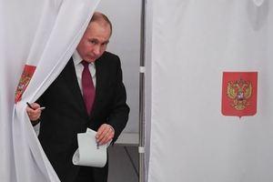 """Аслунд: """"Остается удивляться, почему Путин вообще удосужился провести выборы"""""""