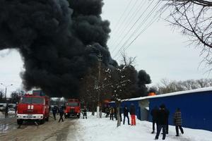 Пожар на рынке в Черновцах: пламя локализировано, но не утихает
