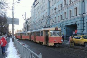 В Киеве остановилось движение трамваев на Подоле