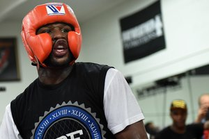 Floyd Mayweather plans to obtain a license for performances in MMA
