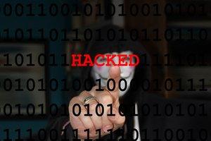 Украинские хакеры начали вымогать выкупы в биткоинах