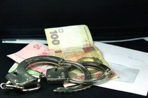 Запорожскому преподавателю грозит семь лет тюрьмы за 200 долларов взятки