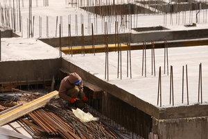 В Кабмине рассказали, как остановить трудовую миграцию из Украины