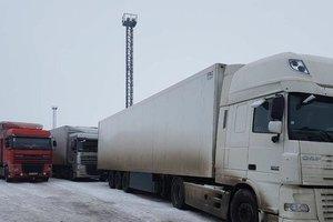 Из-за непогоды в Одессе запретили въезд в город грузовиков
