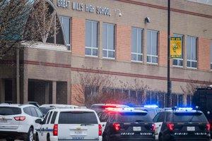 Стрельба в американской школе: нападавший погиб, двое пострадали