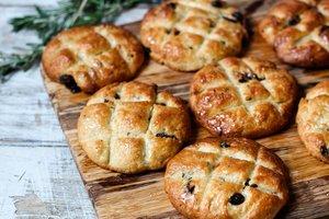 Лучшие рецепты: постные булочки с изюмом и розмарином