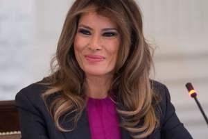 Яркие туфли и строгий костюм: Мелания Трамп на официальном мероприятии в Белом доме