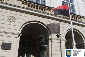 Мэрия Львова признала бандеровский флаг своим