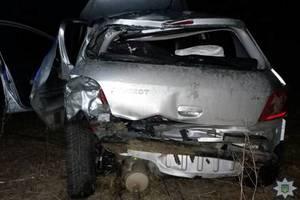 В Запорожье грузовик врезался в припаркованную машину: есть погибшие