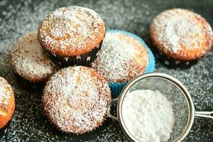 Лучшие рецепты: бисквитные кексы с изюмом и орехами