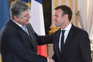 Poroshenko invited the Makron in Ukraine