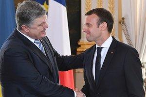 Порошенко пригласил Макрона в Украину