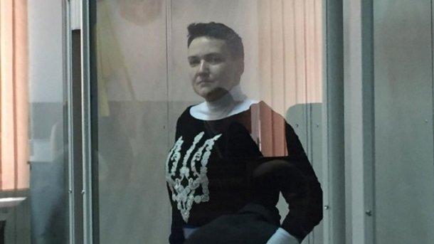Савченко пришла всуд всвитере стризубцем