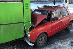 В Харькове столкнулись маршрутка, грузовик и два ВАЗа: фото