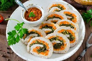 Рецепт дня: мясной рулет с морковью и зеленью