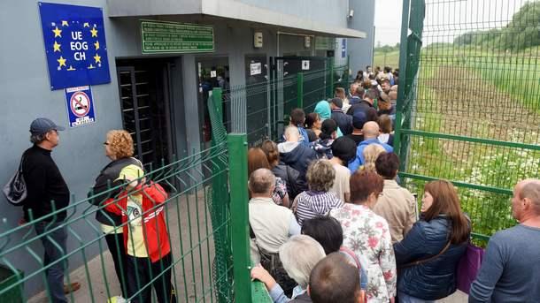 Борцы из РФ иУкраины сделали общее фото насоревнованиях вБолгарии