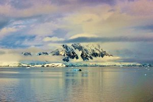 В Антарктиде обнаружили загадочную пирамиду невероятных размеров
