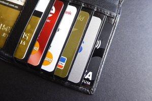 Осторожно, мошенники: Ощадбанк предупредил украинцев об опасности
