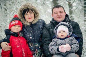Мальчик, которого отец вытолкнул из окна горящего ТЦ в Кемерово, чудом выжил (18+)