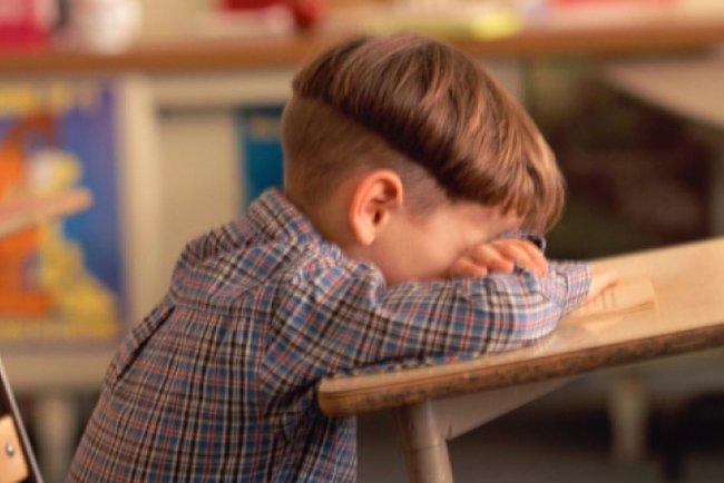 df79a6cdbd49 Взрослые обвиняют 11-летнего школьника в том, что он постоянно избивает их  детей. А вот родственники школьника уверены в обратном.