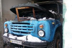 Под Киевом в гараже загорелся грузовик, погиб мужчина