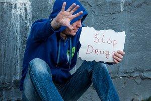 Днепр - в лидерах по сбыту наркотиков: дурман покупают в Венгрии, а продают в сети