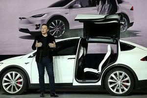 Акции Tesla рекордно обвалились из-за скандала с аварией