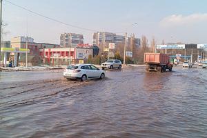 Потоп в Днепре: улицы города ушли под воду