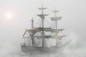 В Америке на берег вынесло часть старинного корабля