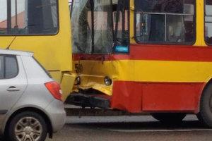 Во Львове троллейбус столкнулся с маршруткой: пострадали 7 человек