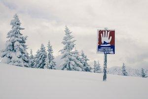Лавина накрыла лыжников на курорте в Швейцарских Альпах