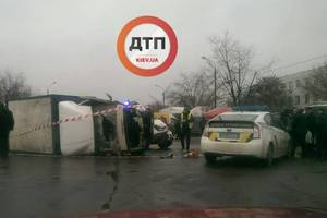 Пьяное ДТП в Киеве: водитель легковушки на скорости врезался в грузовик