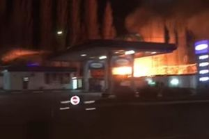 В Одессе загорелись склады возле АЗС
