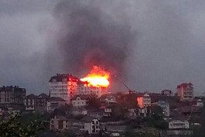 В центре Сочи загорелась жилая многоэтажка