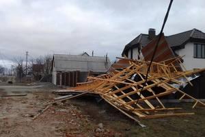 Шквал в Киеве: пострадавшие считают убытки, а власти советуют, как уберечься