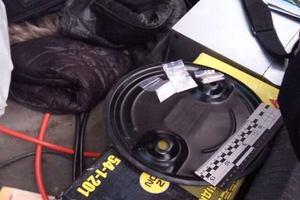 В Киеве мужчина засыпал двор наркотиками