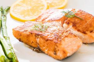 Рецепт дня: филе лосося в медово-соевом соусе