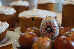 Во Львове для бойцов АТО пекут пасхальные куличи в вышиванках и с молитвами