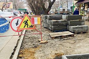 В Одессе ремонтируют тротуары: положат специальную плитку и установят пандусы
