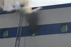 В Москве горит торговый центр: эвакуировали уже 300 человек
