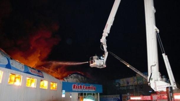 ВТюмени на3 тысячах квадратных метров горел магазин игрушек