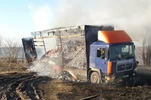 Под Киевом на трассе загорелся грузовик