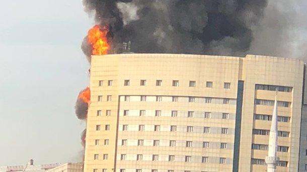 Клинику  вСтамбуле охватил пожар