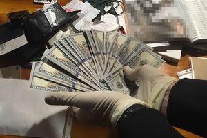 В ресторане Киева задержали чиновника на крупной взятке